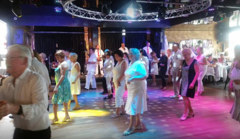 Ambiance guinguette le dimanche - Le Chalet de l'étang - Restaurant Bar Dancing de Le Quesnoy (59)